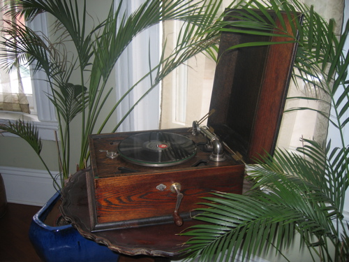 The Easy and Elegant Life Victrola