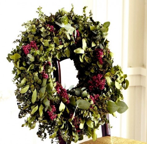 Live-Eucalyptus-Berry-Wreath-christmas-ideas-concept